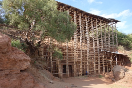 Bilbila Giyorgis and its wooden scaffolding.