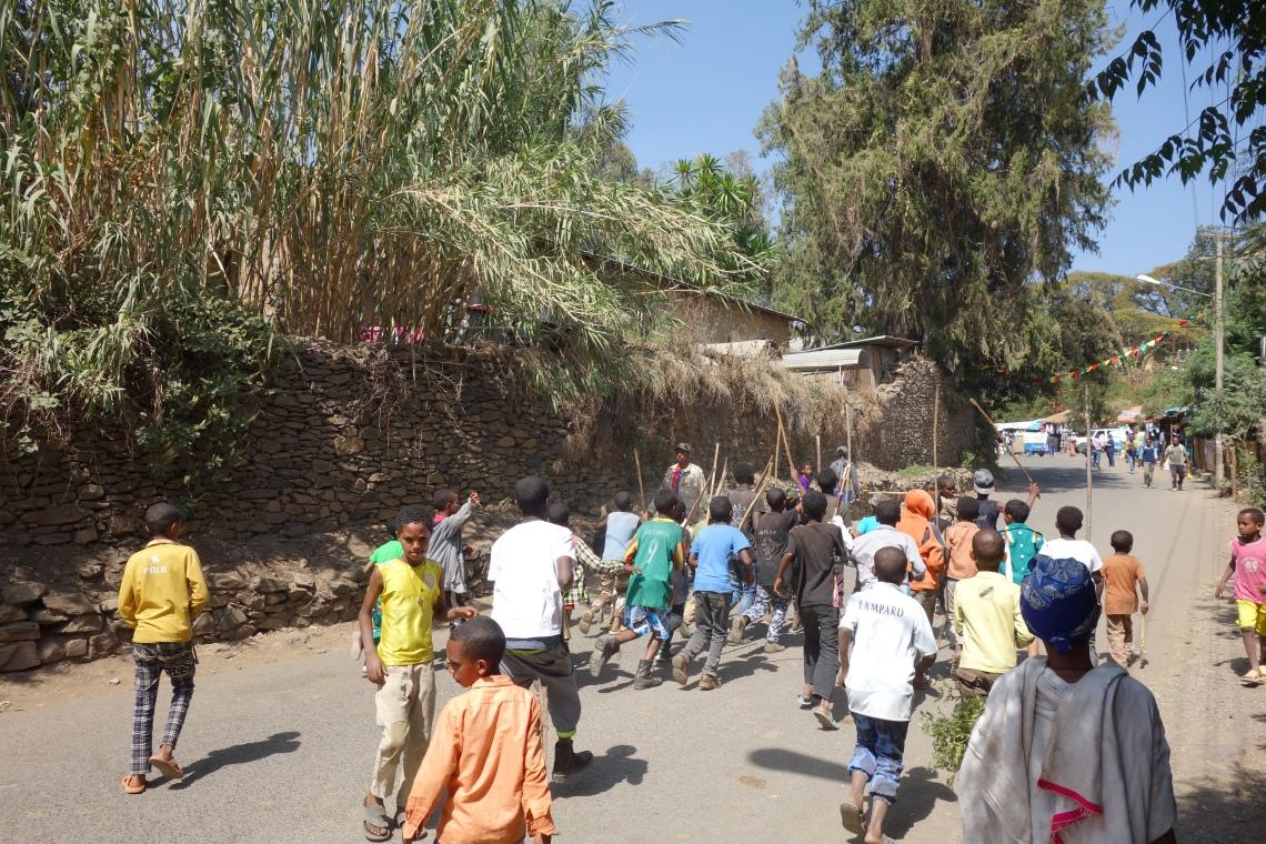 gondar-timkat-boys-running