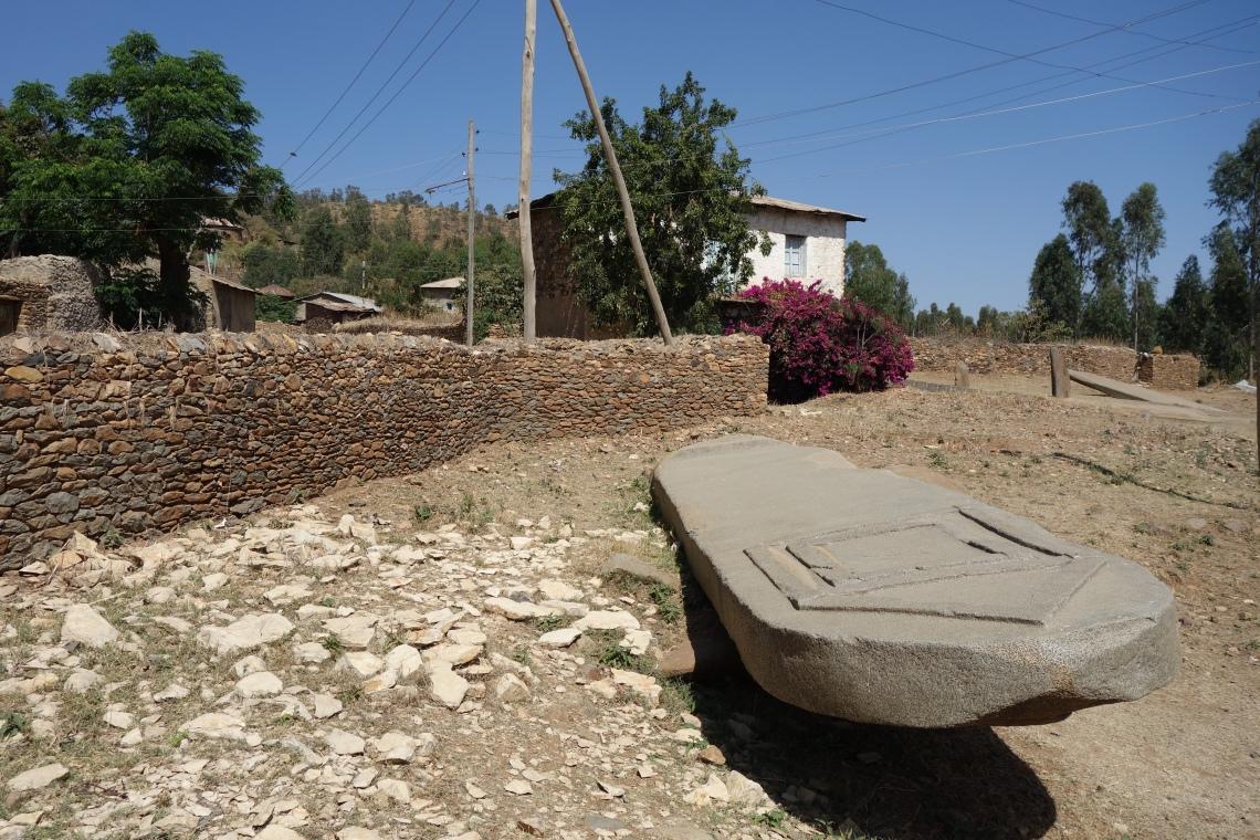 axum aksum collapsed stelae (1)