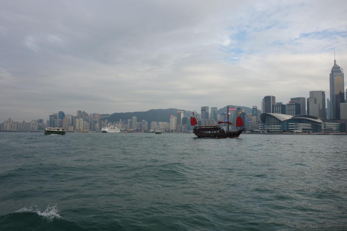 hong kong harbour ferry junk travel blog
