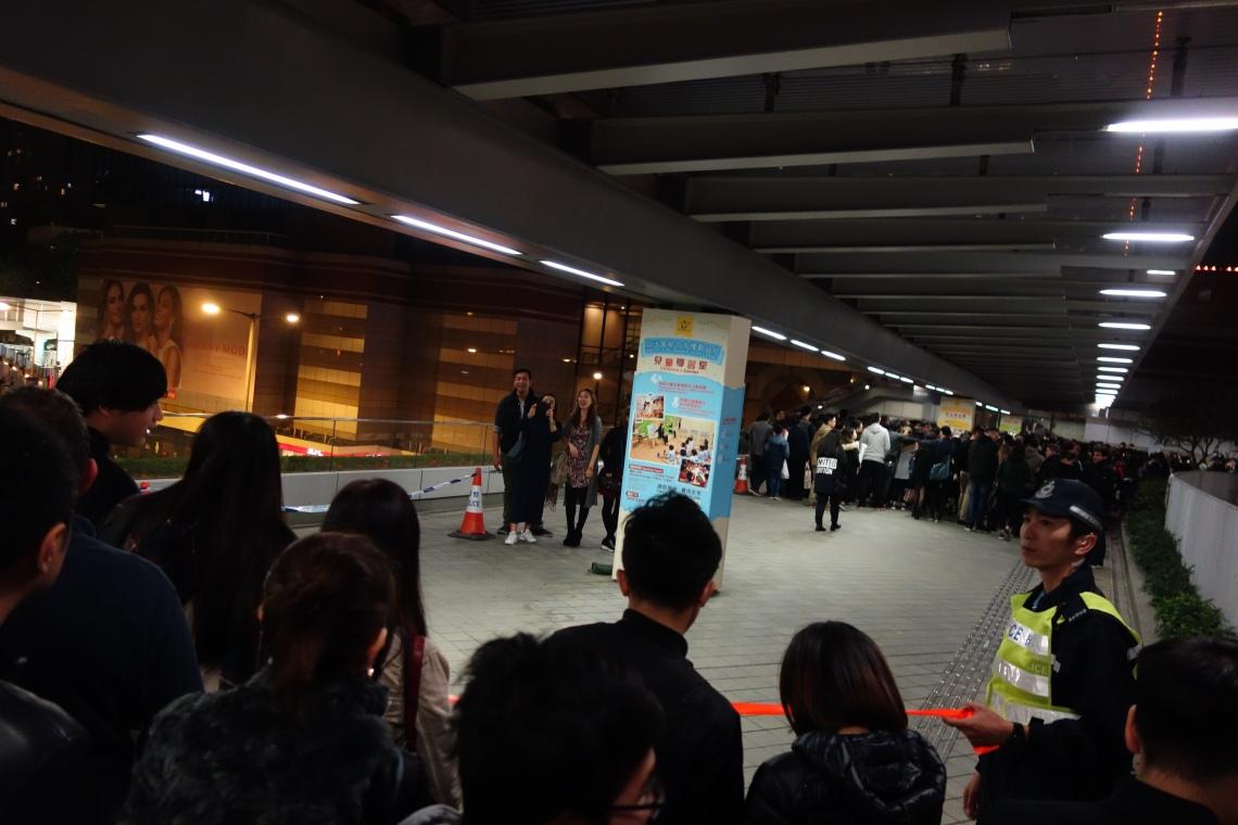 hong kong nye new years eve crowd travel blog (2)