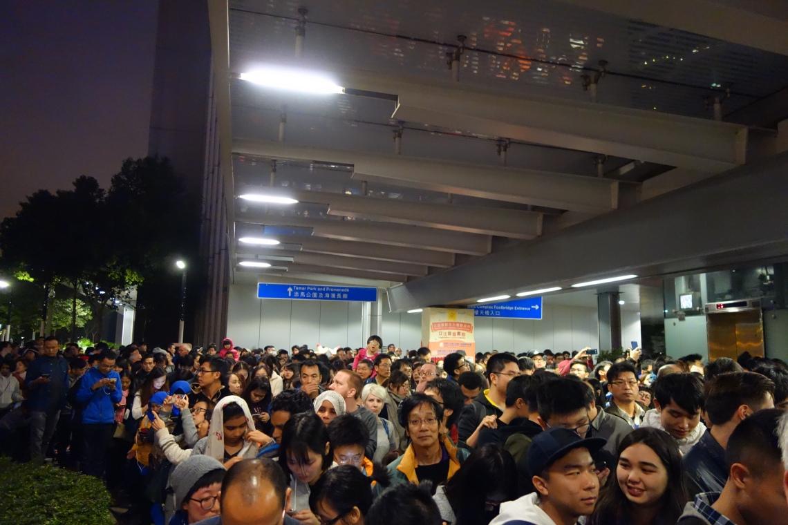 hong kong nye new years eve crowd travel blog (3)