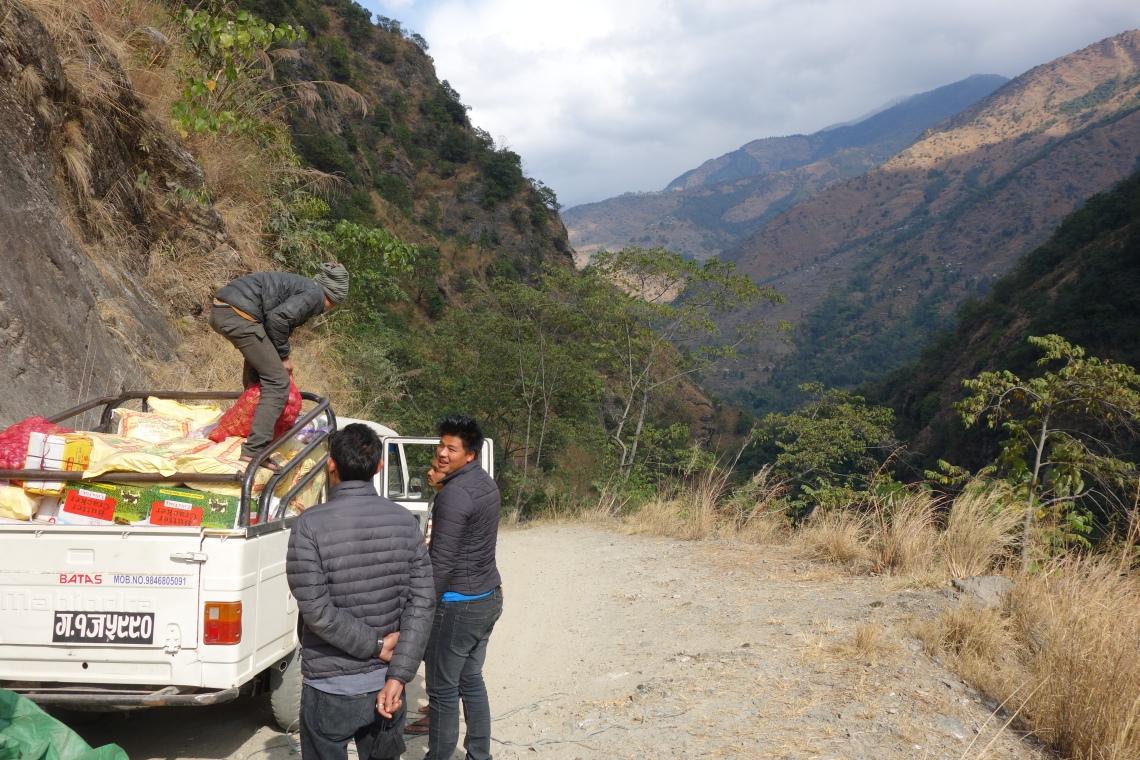 annapurna circuit nepal jeep mahindra