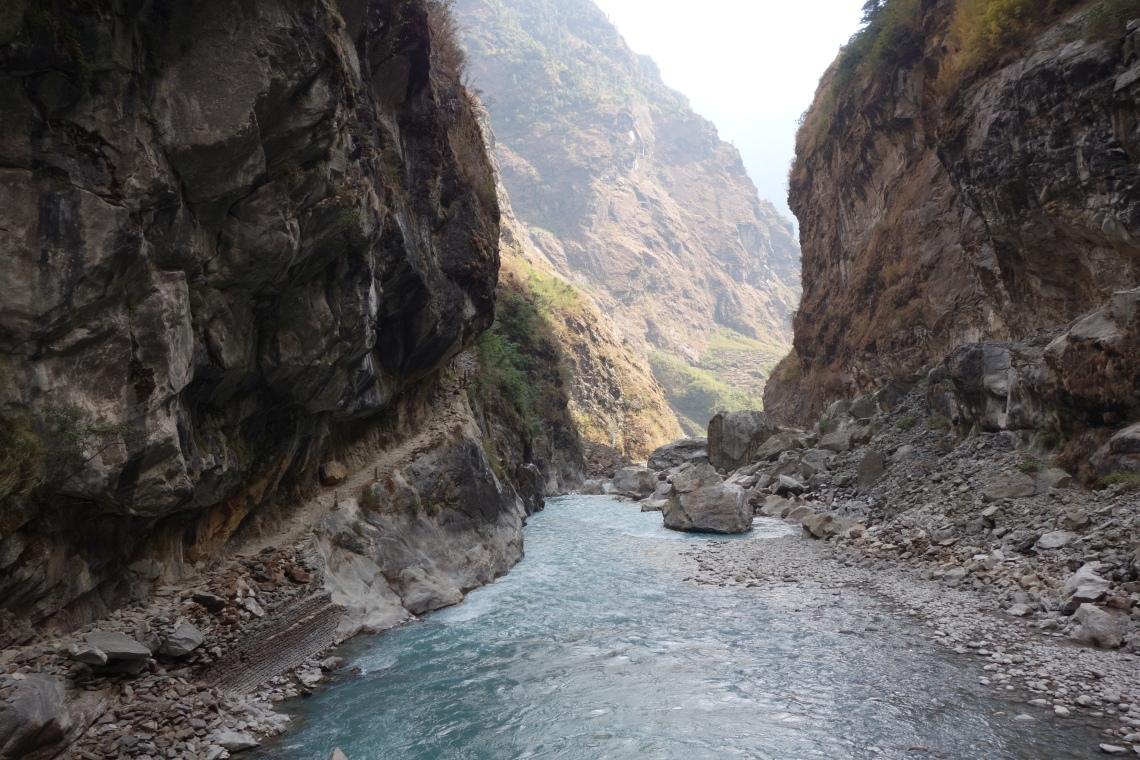 annapurna circuit track trek river nepal himalayas