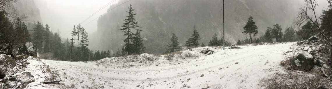 annapurna circuit snow travel blog nepal (1)