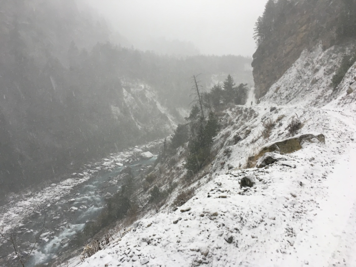 annapurna circuit snow travel blog nepal (2)