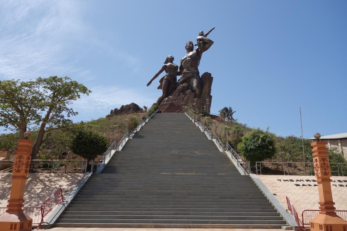 african renaissance monument monument de la renaissance africaine dakar senegal travel blog (1)