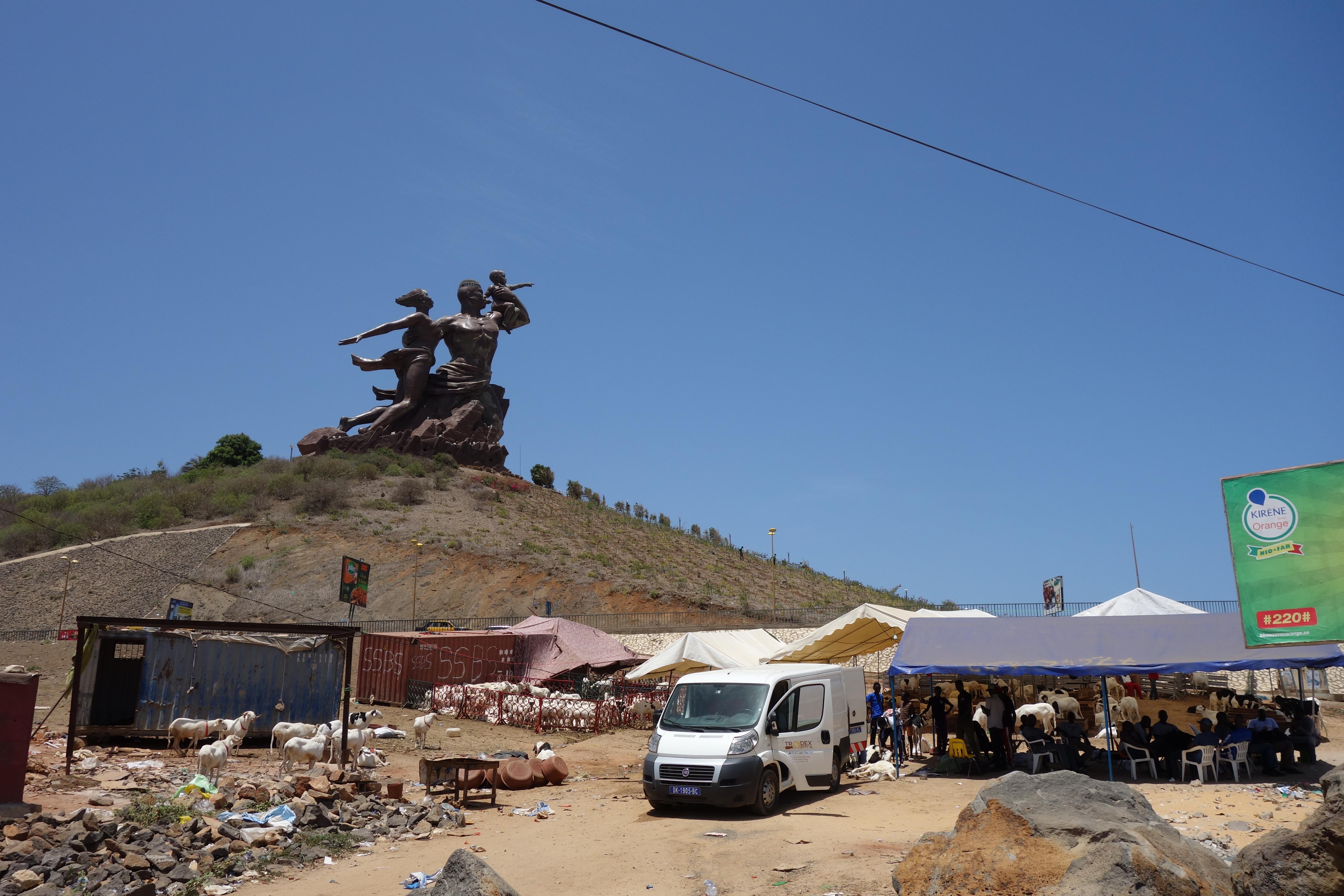 african renaissance monument surroundings monument de la renaissance africaine dakar senegal (2)